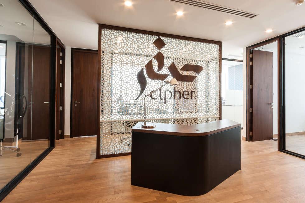 Cipher, Investment, Dubaï: Bureaux de style  par Dominique Herbillon & Edouard Augustin