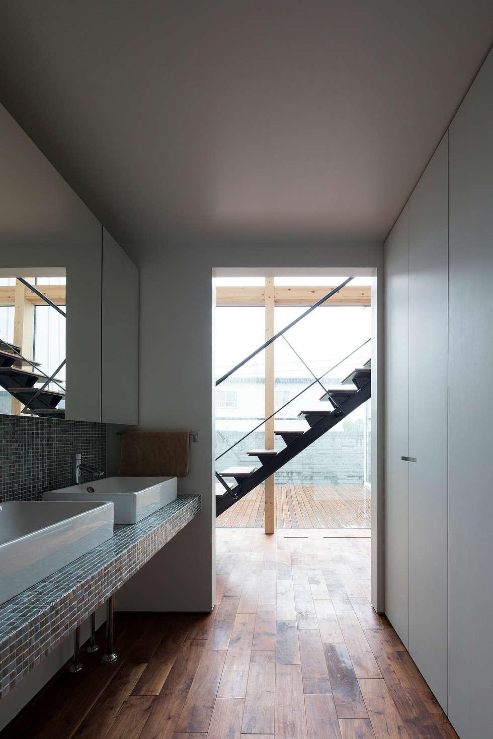洗面スペース: 一級建築士事務所 Atelier Casaが手掛けた浴室です。