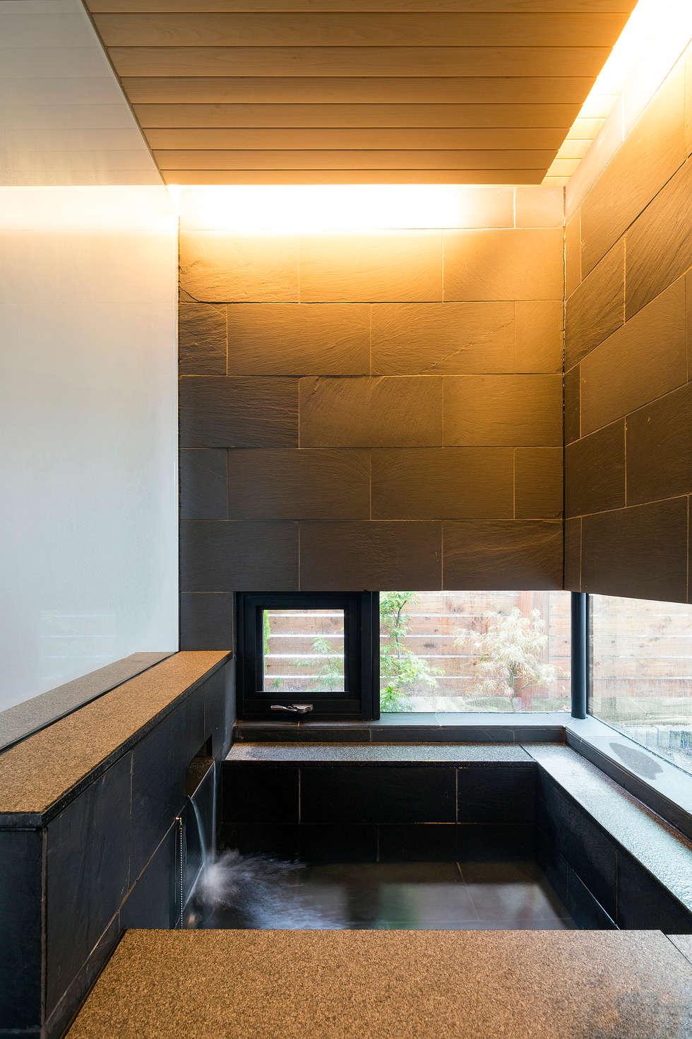 浴室-1: 一級建築士事務所 Atelier Casaが手掛けた浴室です。