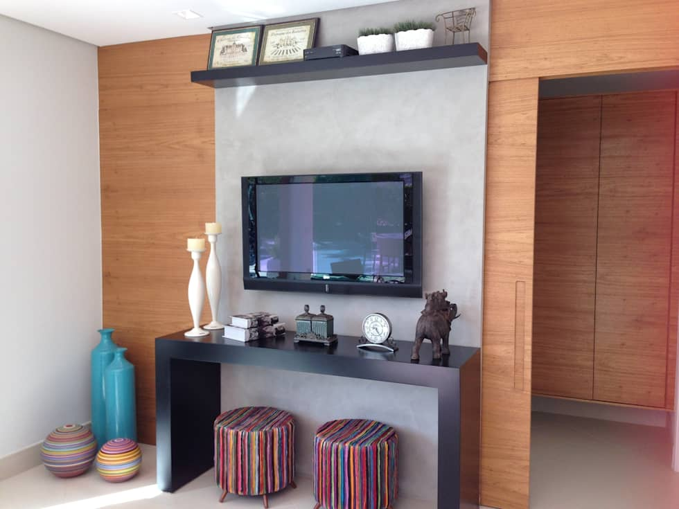 Casa 1: Salas multimídia modernas por ESTÚDIO danielcruz