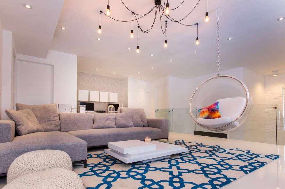 CASA RR8: Salas multimedia de estilo moderno por Grupo Arsciniest