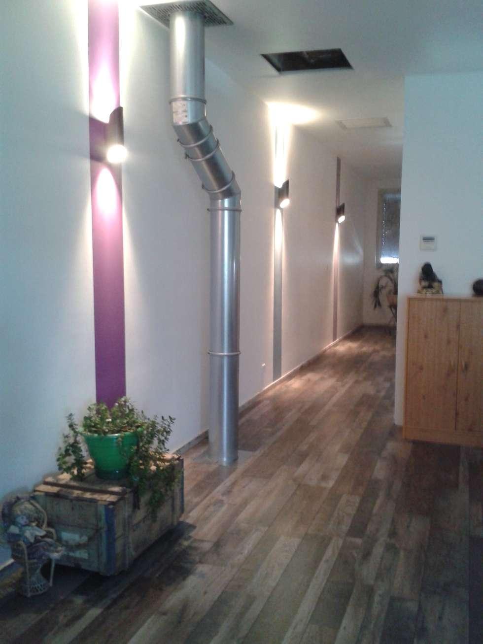 Couloir de chambre: Chambre de style de style Industriel par X-ACT DESIGN
