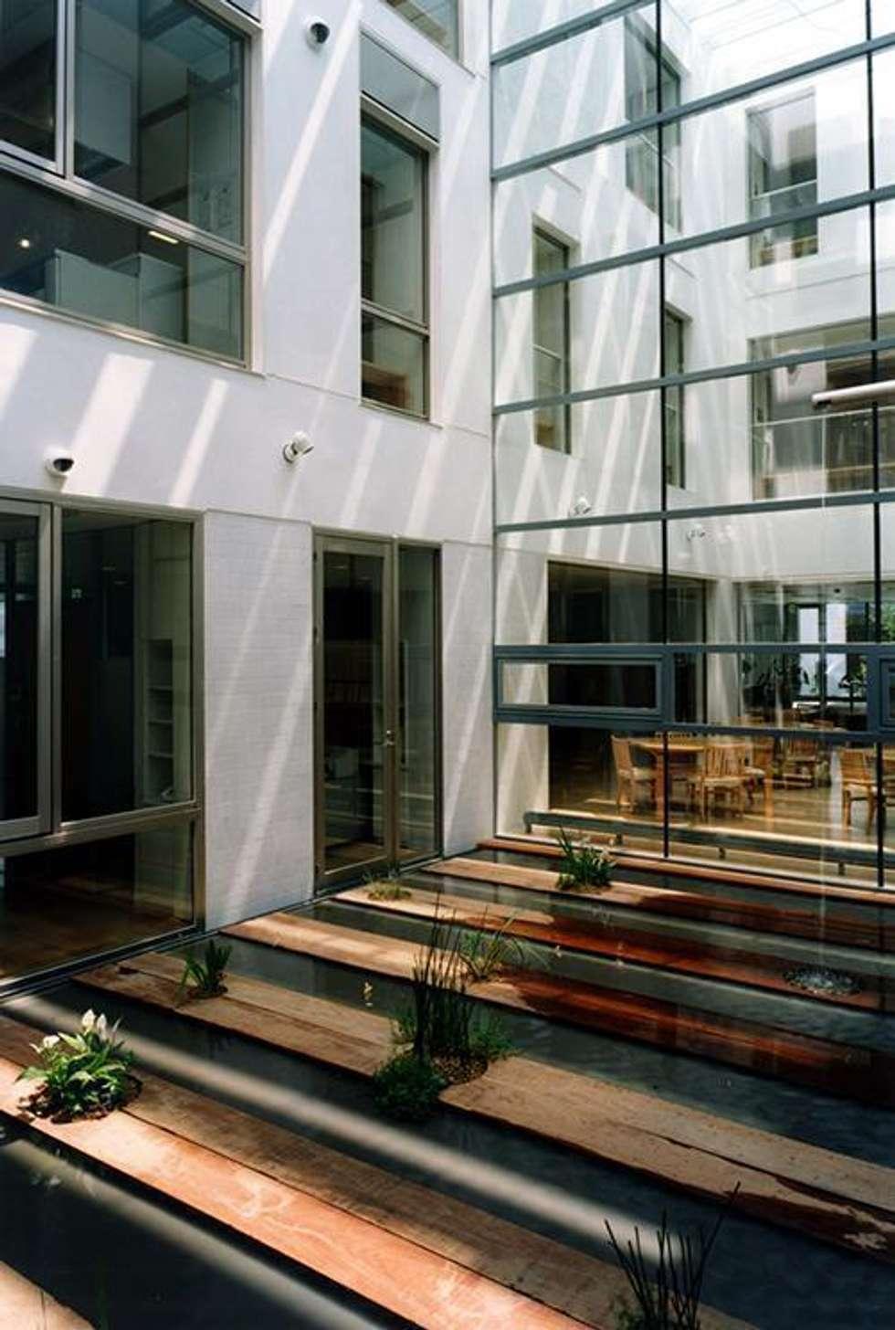 デイサービス中庭: 株式会社ヨシダデザインワークショップが手掛けた庭です。