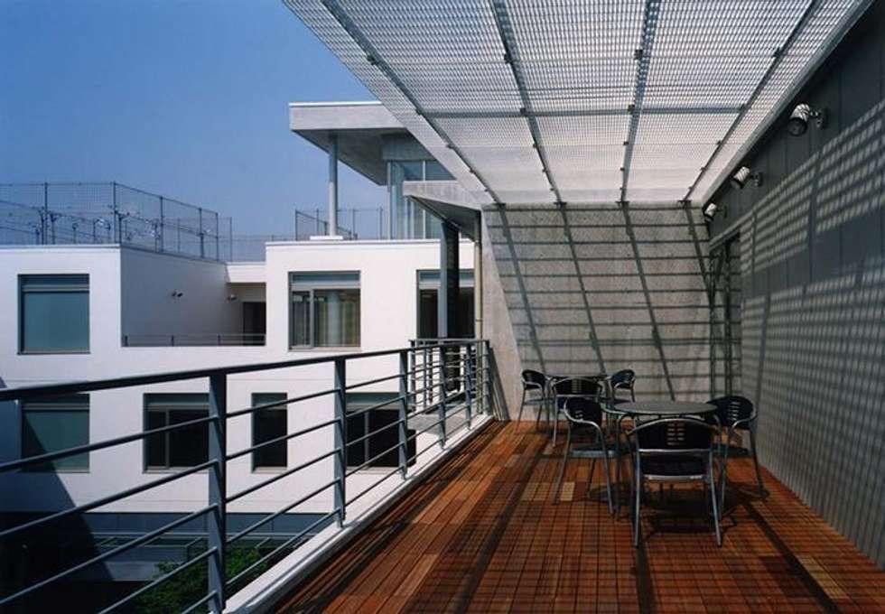 テラス: 株式会社ヨシダデザインワークショップが手掛けたベランダです。