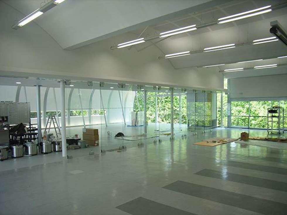 既存食堂: 株式会社ヨシダデザインワークショップが手掛けたダイニングです。