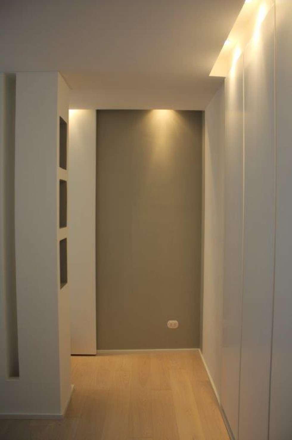 Foto di soggiorno in stile in stile moderno : tagli di luce nei ...
