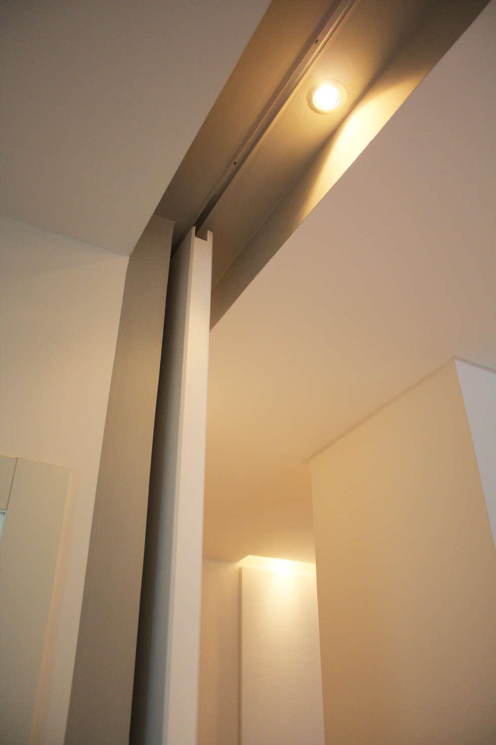 foto di camera da letto in stile in stile moderno : dettaglio del ... - Controsoffitti Camera Da Letto