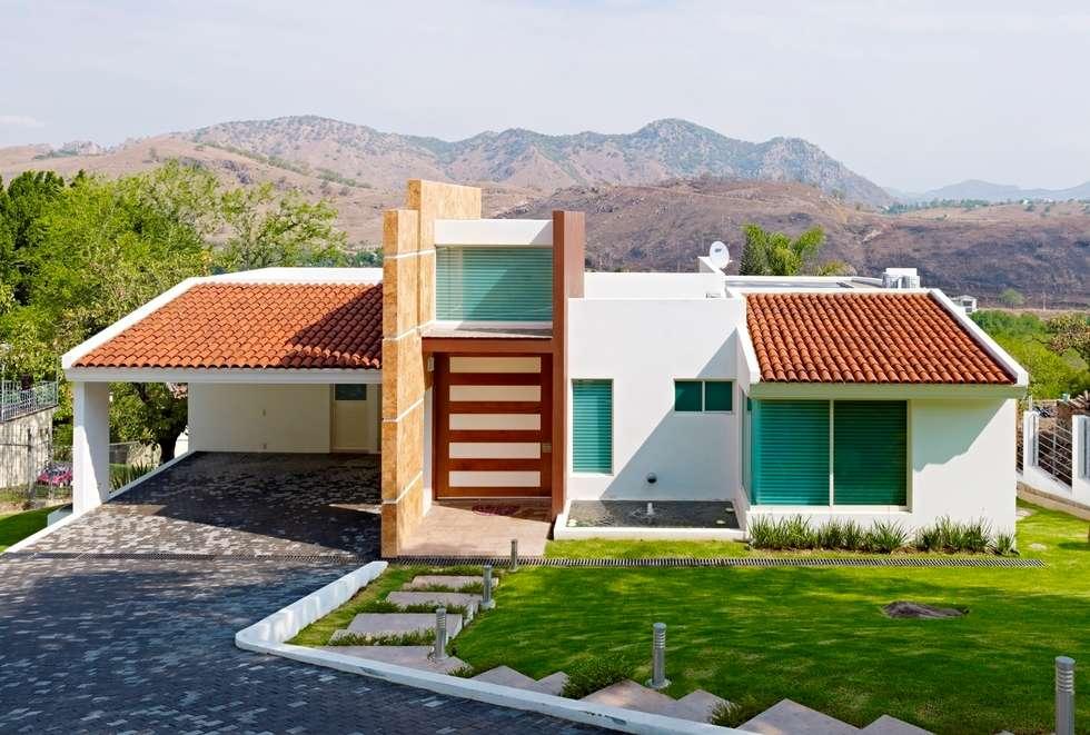 residencia altavista: Casas de estilo moderno por Excelencia en Diseño