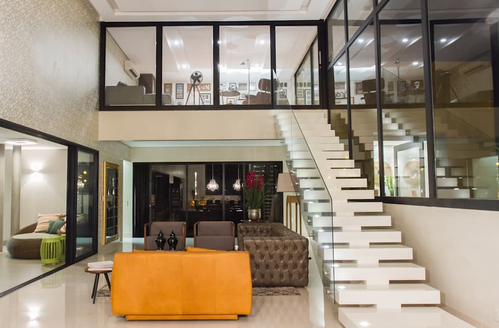 Mezanino, espaço de reflexão da família.: Corredores e halls de entrada  por RABAIOLI I FREITAS