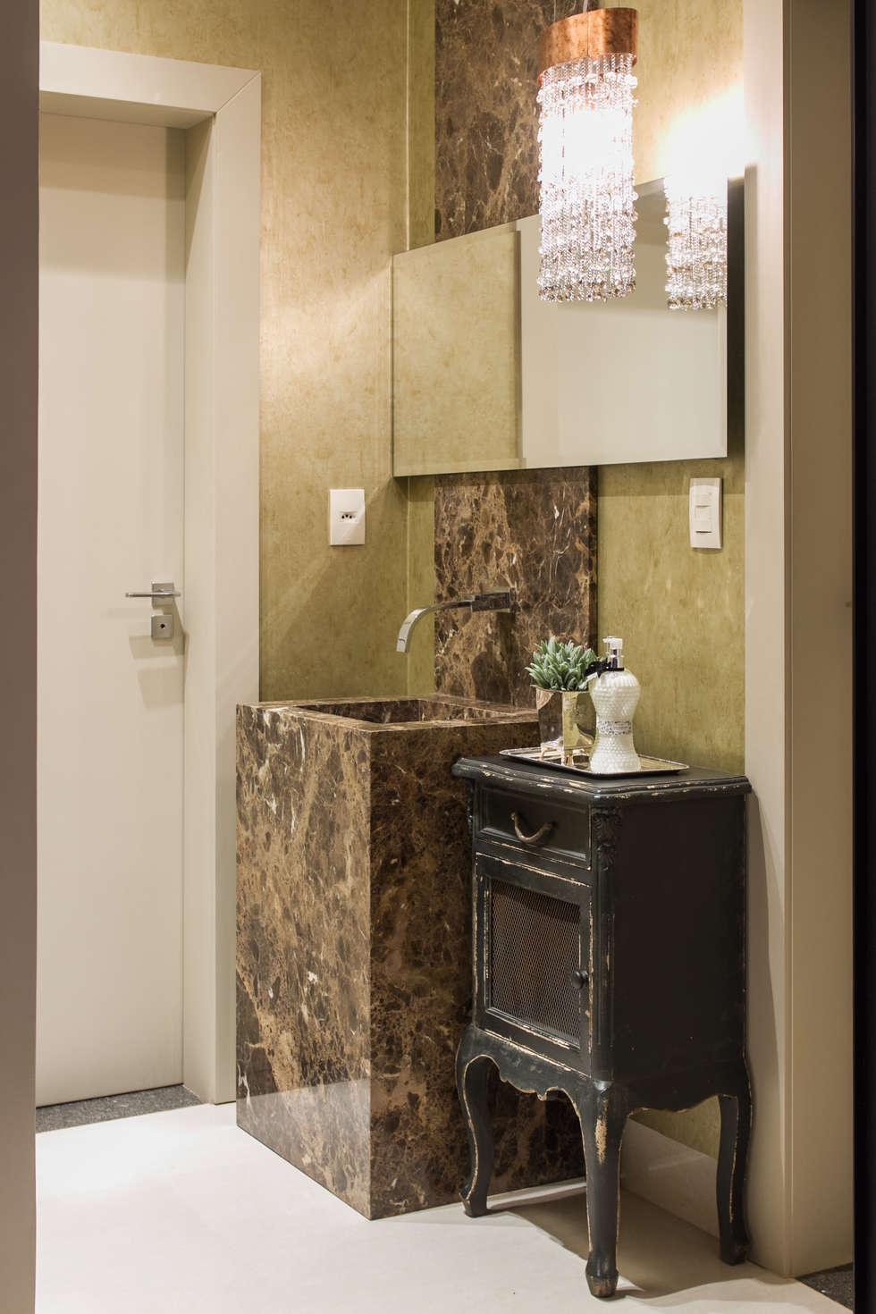 Toilet: Banheiros modernos por RABAIOLI I FREITAS
