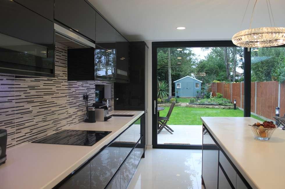 New Malden, Surrey: modern Kitchen by Consultant Line Architects Ltd