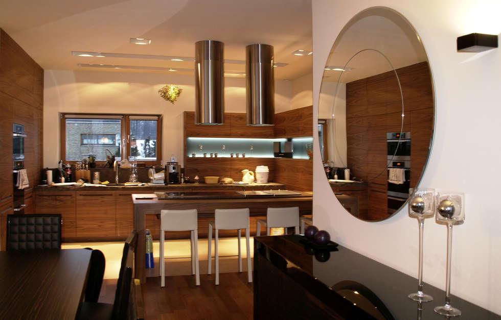 Dom z basenem w Krakowie: styl , w kategorii Kuchnia zaprojektowany przez Architektura Wnętrz Daria Zaremba