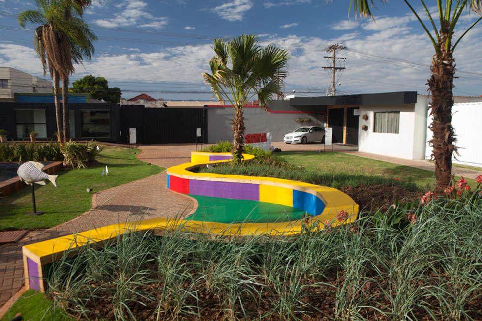 Jardim das Cores: Jardins modernos por Adines Ferreira Paisagismo