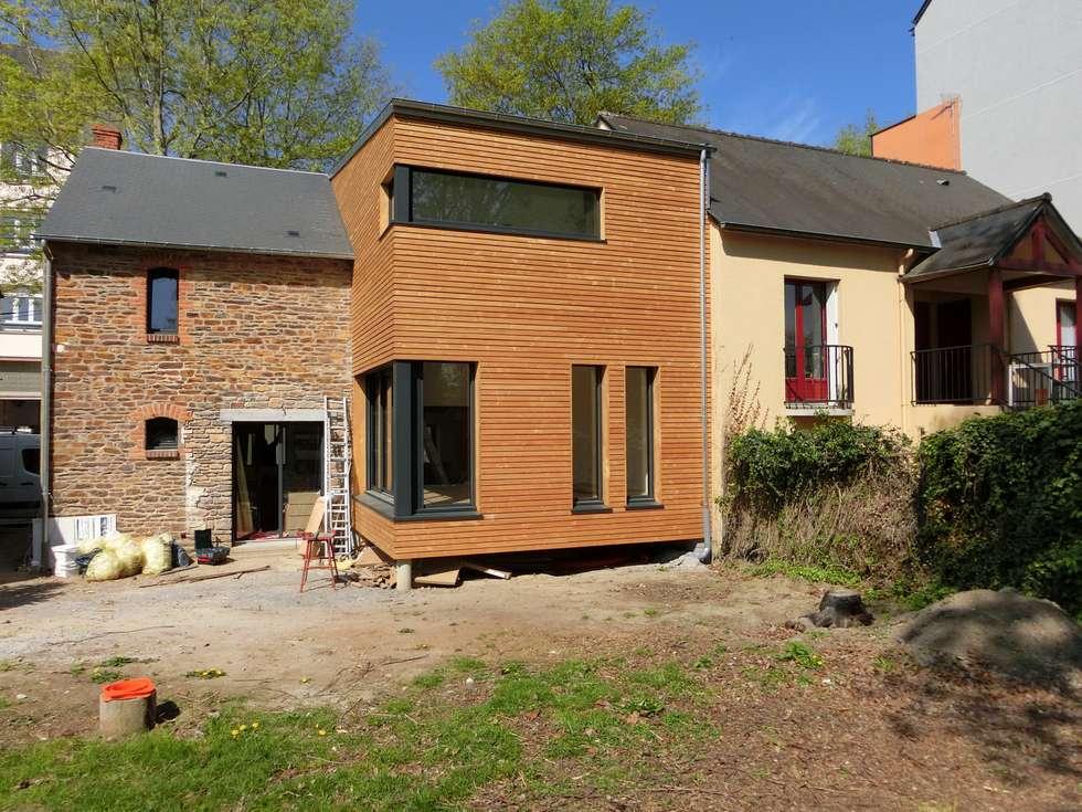 Vue depuis le jardin: Maisons de style de style Moderne par Nadège TANGUY architecte DPLG