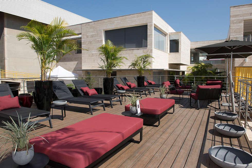 Lounge Solarium - Christie Cornelio e Diego Arasanz: Locais de eventos  por Green House Moveis
