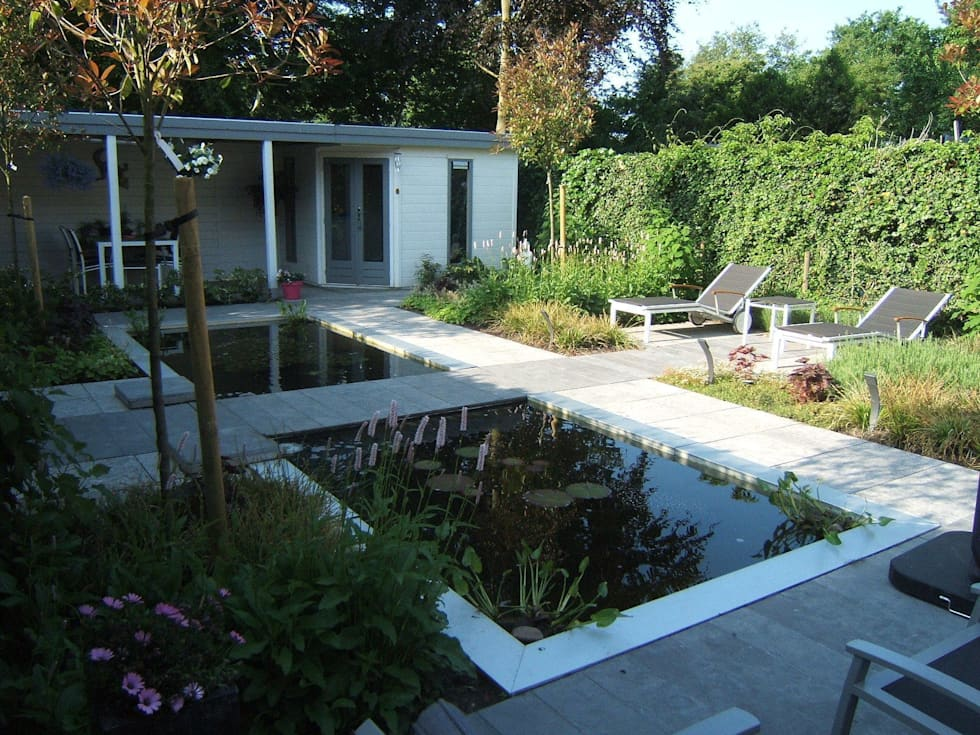 Grote Moderne Tuin : Klein achtertuin met grote waterpartij moderne tuin door bladgoud