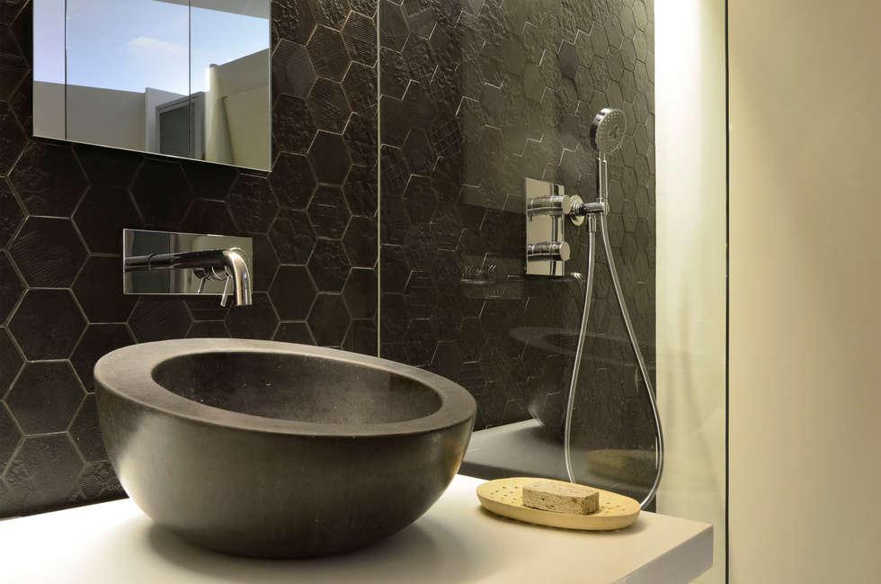 minimalistic Bathroom by Daifuku Designs