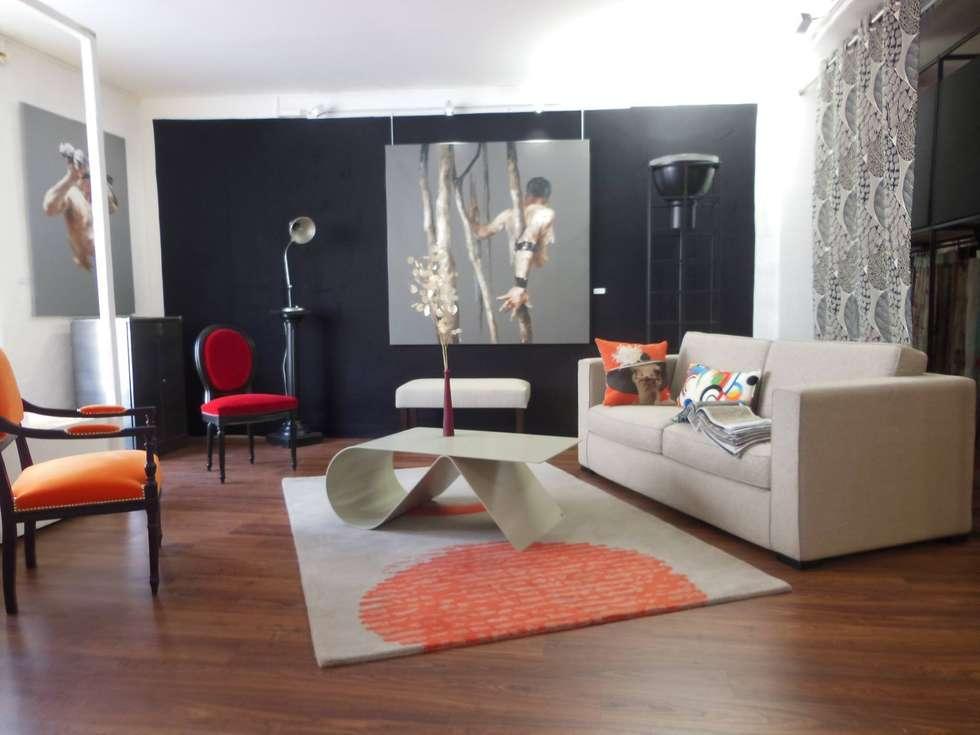 Table Goupille: Salon de style de style eclectique par Coco Steel