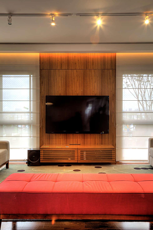 Triplex Alto de Pinheiros: Salas de estar modernas por studio scatena arquitetura