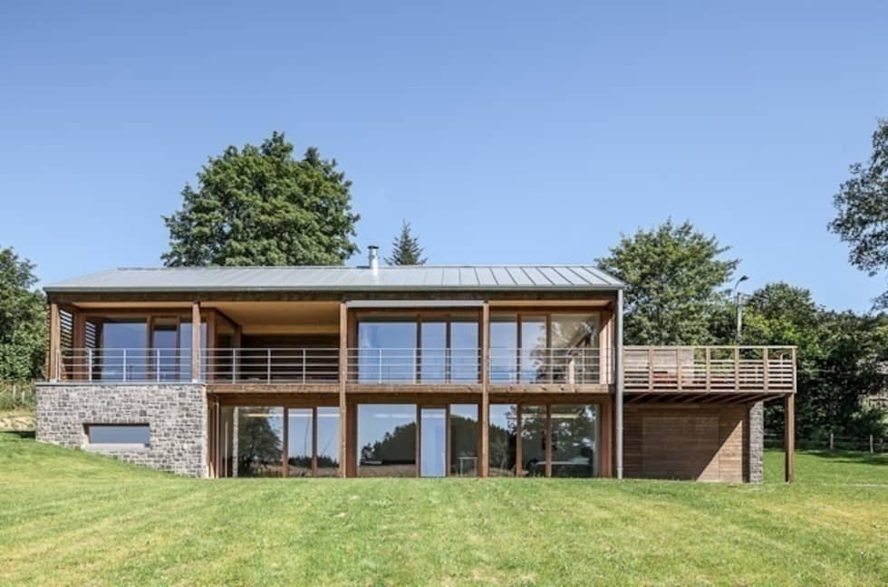 Habitation à Lierneux: Maisons de style de style Moderne par Pavillonchamps Atelier d'Architecture