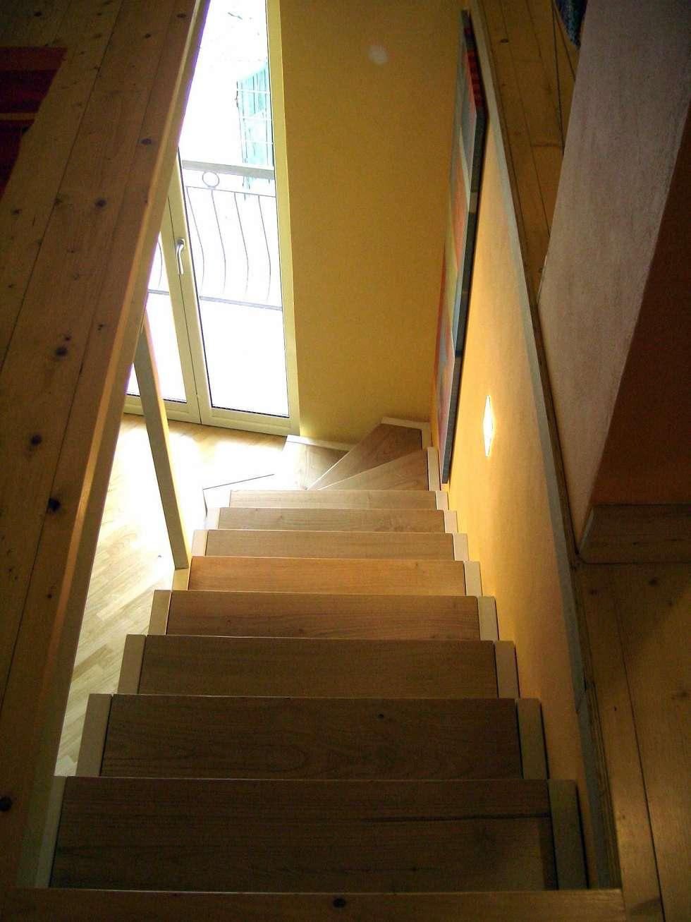 la scala : Ingresso & Corridoio in stile  di Antonella Liguori Architetto