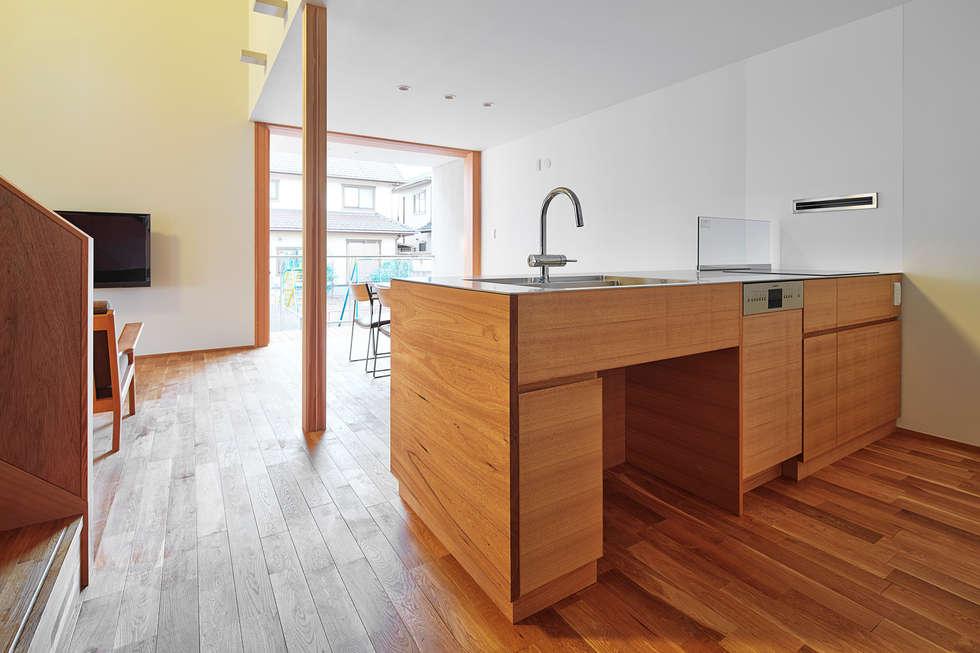 キッチン: ケンチックス一級建築士事務所が手掛けたキッチンです。