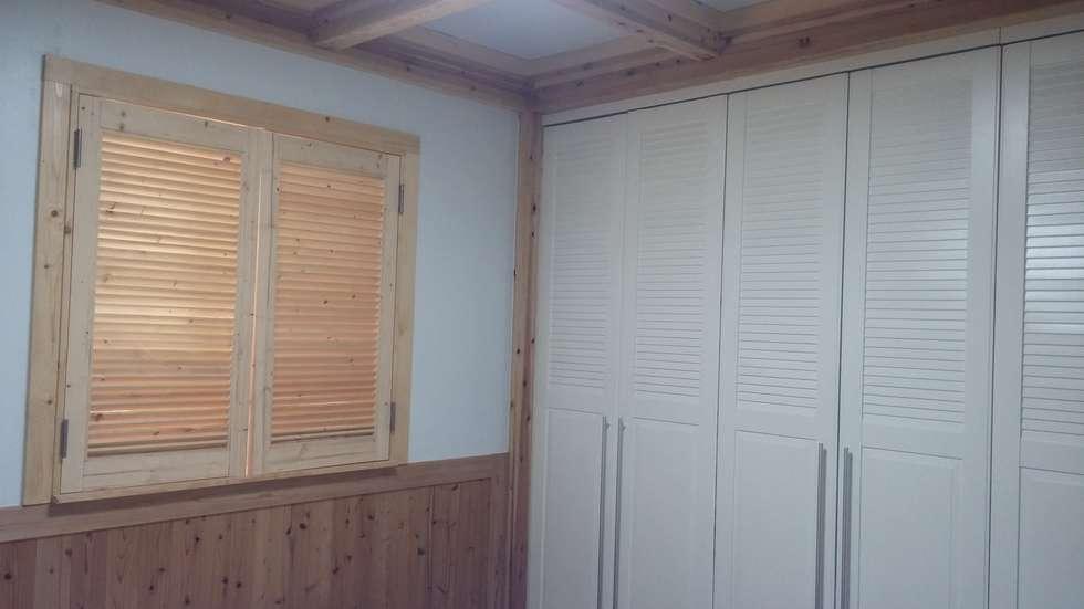 이층안방: E-포레스트의  침실