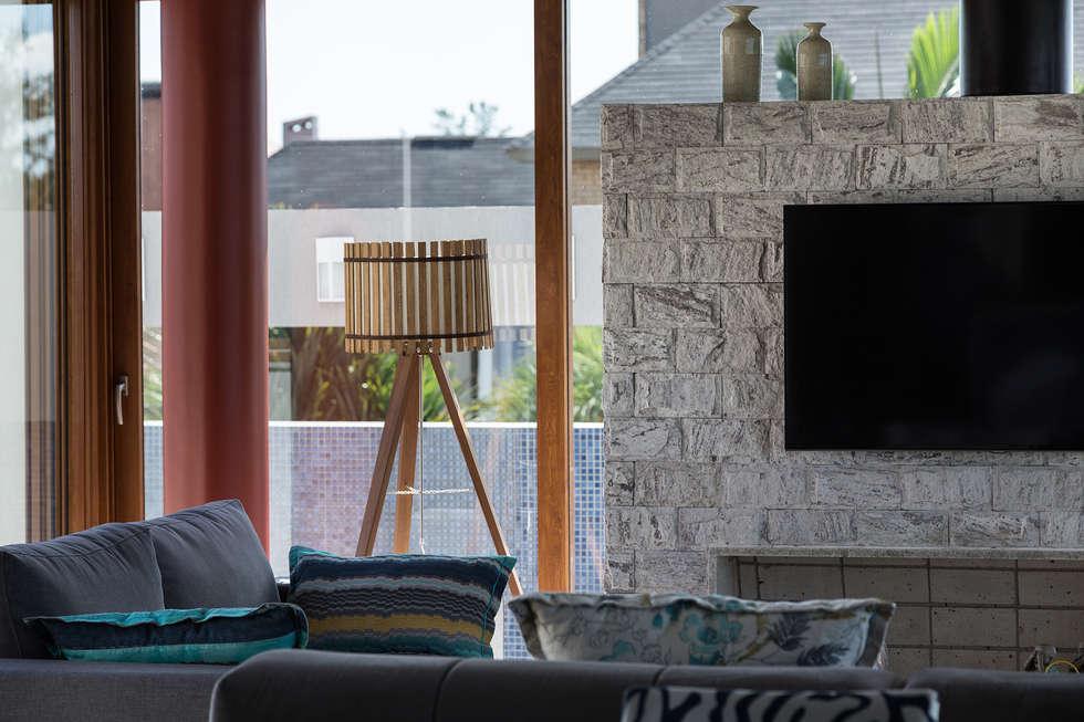Casa Beira Mar - Seferin Arquitetura: Salas de estar modernas por Seferin Arquitetura