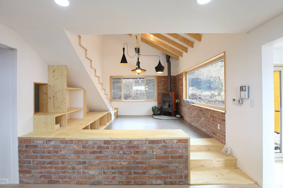 까페같은 거실: 주택설계전문 디자인그룹 홈스타일토토의  거실