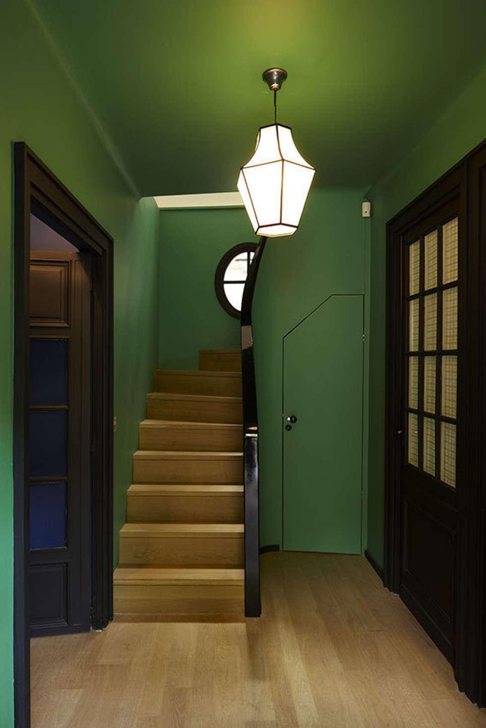 Entrée: Couloir et hall d'entrée de style  par Capucine de Cointet architecte