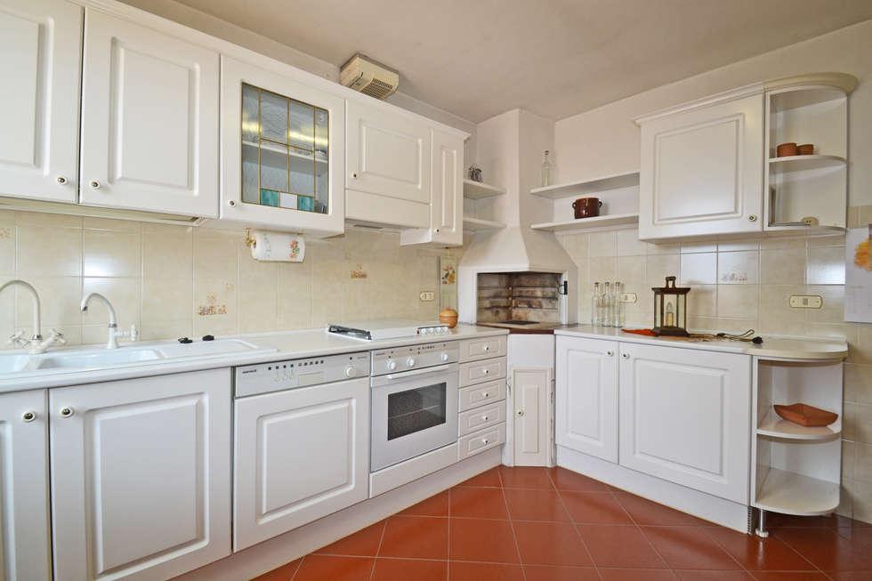CUCINA: Cucina in stile in stile Moderno di Agenzia Immobiliare Ulivieri dei fratelli Ulivieri s.a.s.