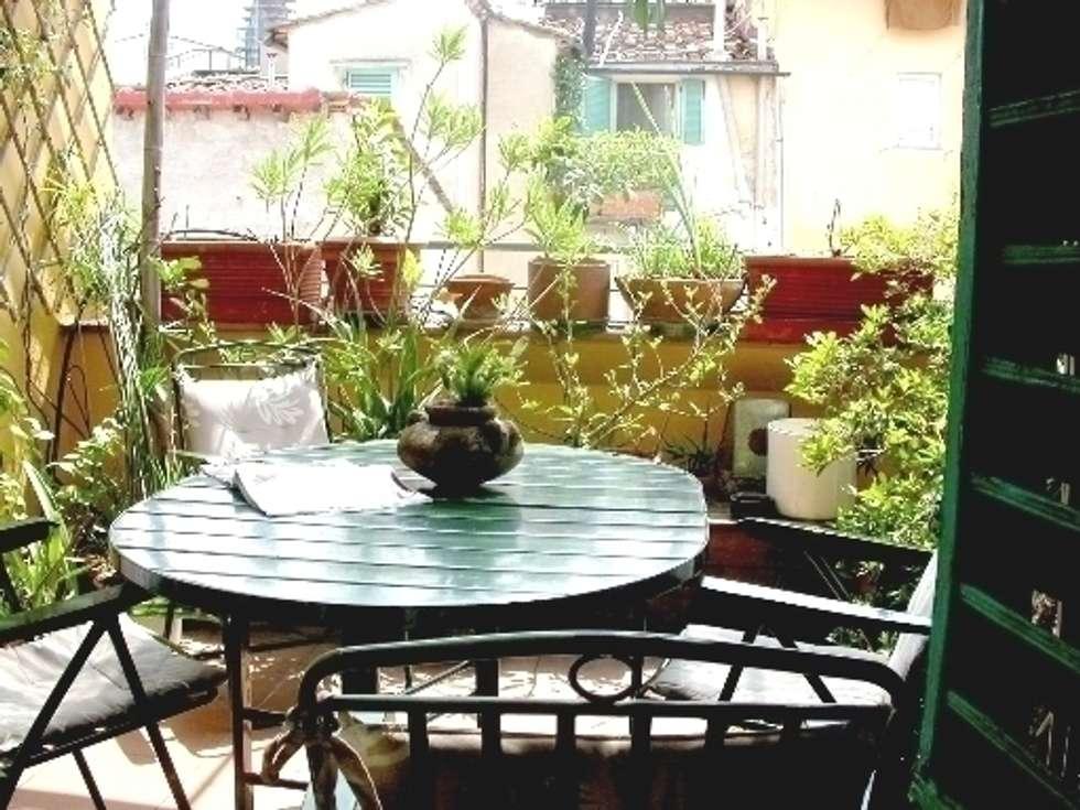 La terrazza di S.Croce: Case in stile in stile Rustico di Milligan&Milligan