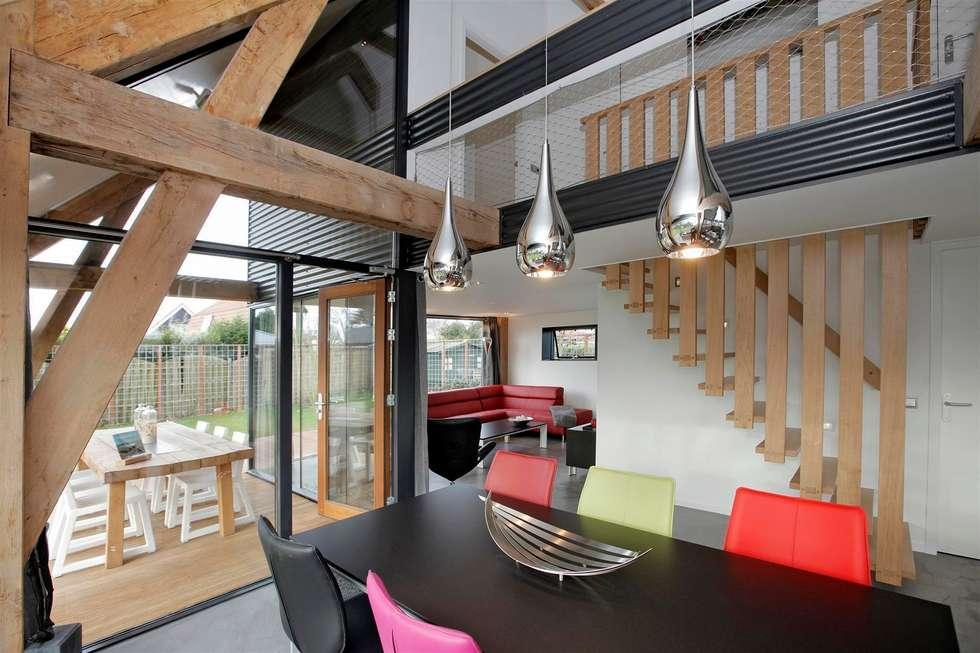 Woonruimte recreatiwoning: moderne Woonkamer door Bongers Architecten