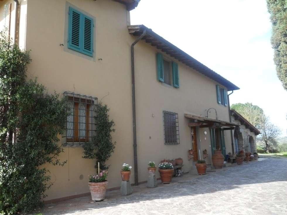 La villa del Chianti: Case in stile in stile Rustico di Milligan&Milligan