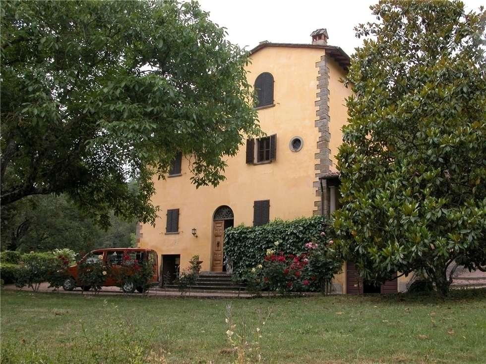 La colonica del 1700: Case in stile in stile Rustico di Milligan&Milligan