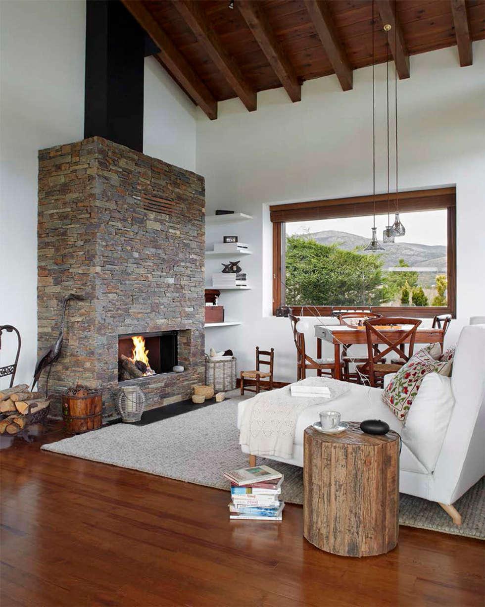 Casa en La Cerdanya. 2013: Salones de estilo rústico de Deu i Deu