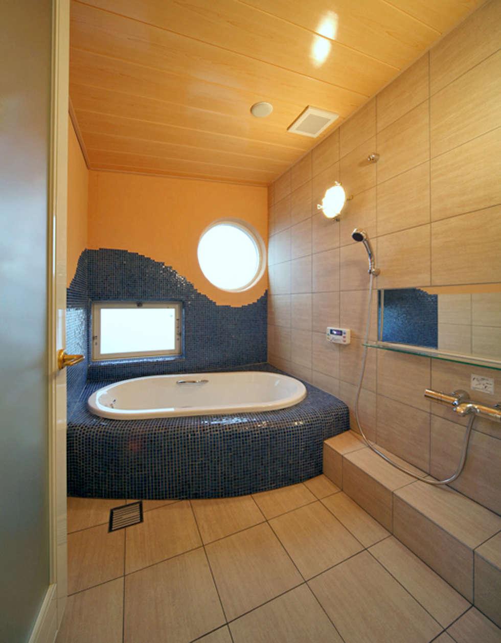 バスルーム: スタジオドディチが手掛けた浴室です。