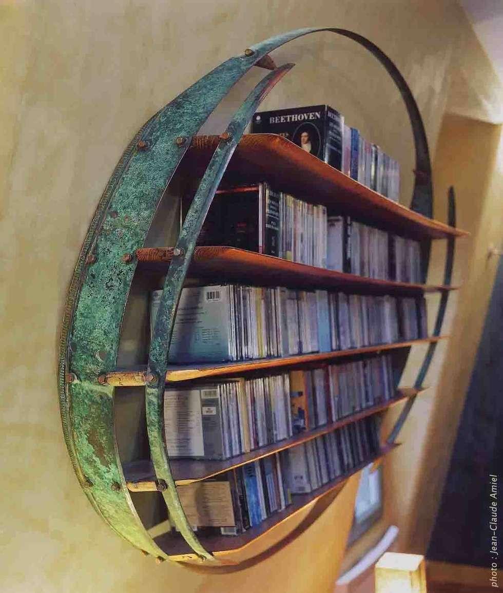 Audiothèque pour Compact Discs - vue de profil: Salon de style de style Tropical par Jean Zündel meubles rares