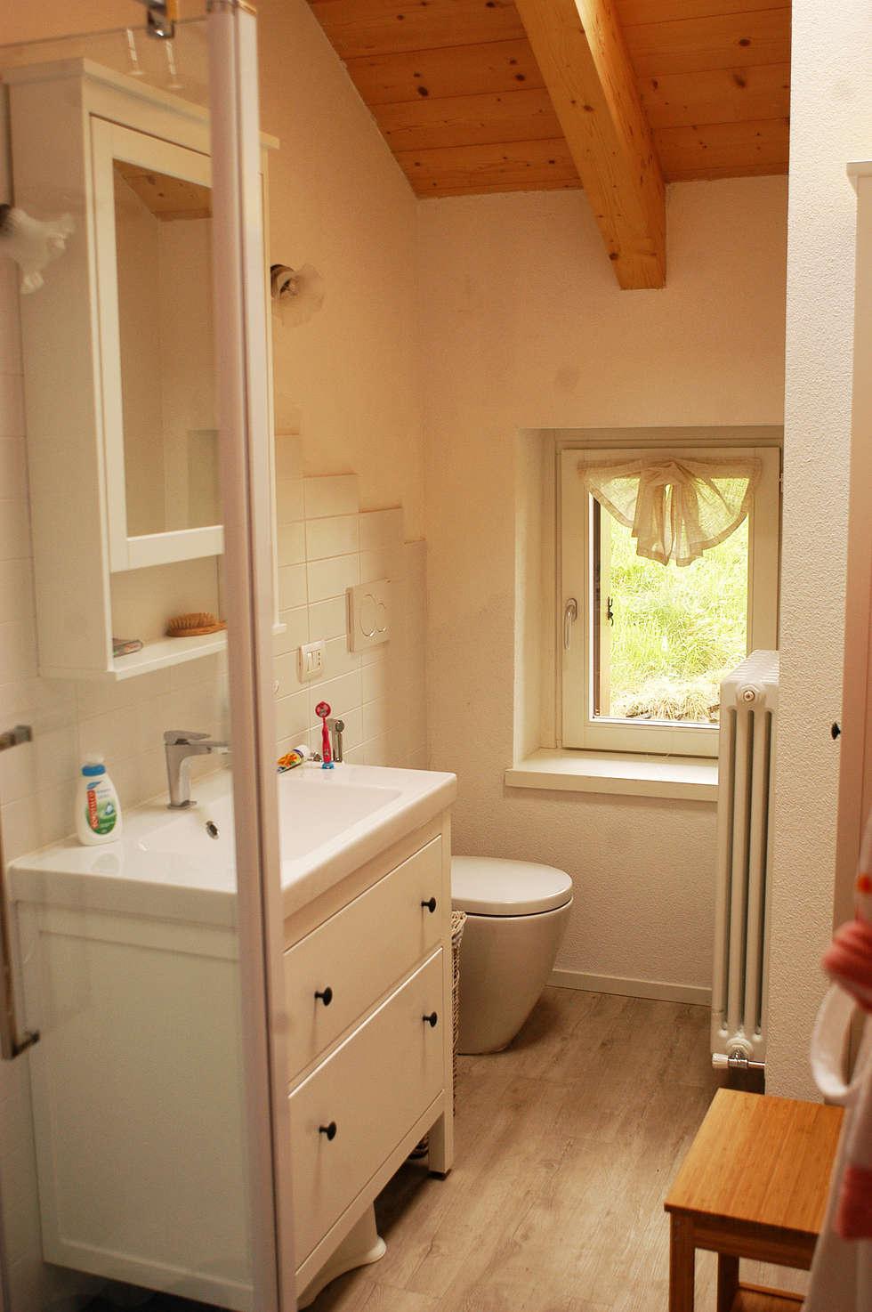 Il bagno.: Bagno in stile in stile Moderno di Architettura & Urbanistica Architetto Dario Benetti