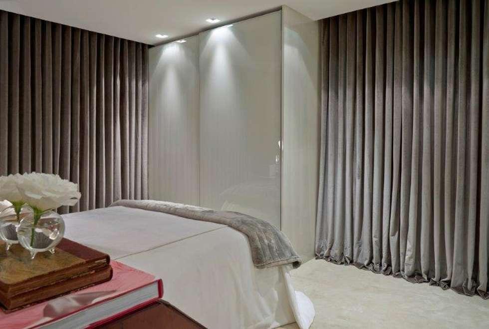 Loft 1202: Quartos  por Cristina Menezes Arquitetura