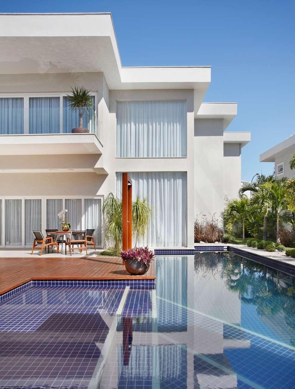 Residência Santa Monica Jardins VL: Casas modernas por ANGELA MEZA ARQUITETURA & INTERIORES
