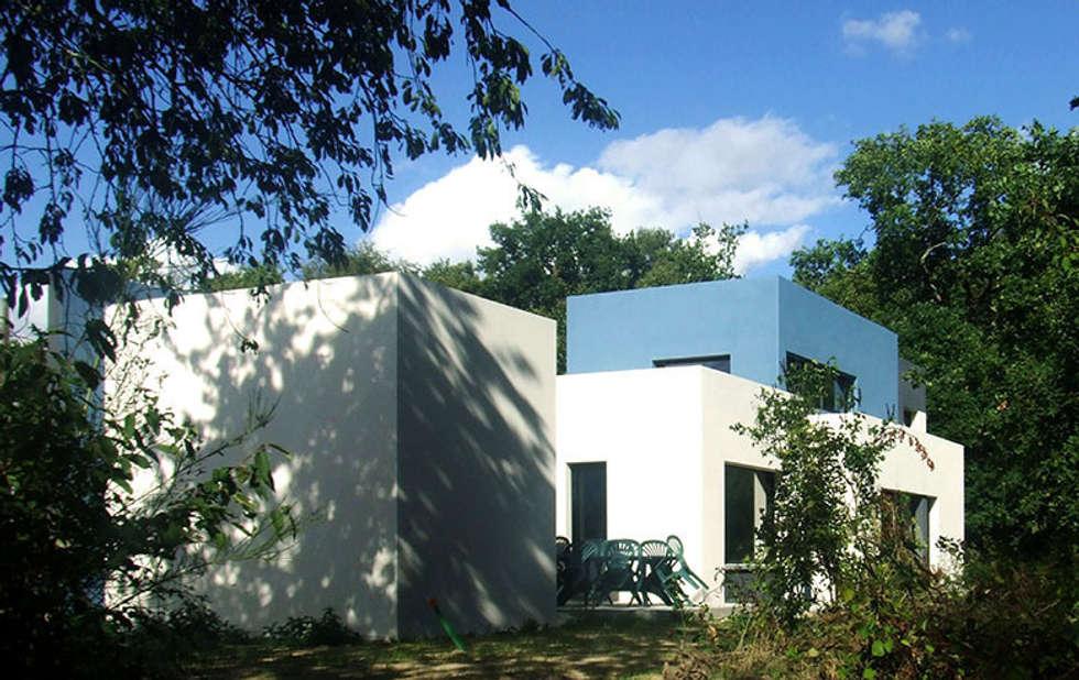 ENTRE BOURG ET NATURE...: Maisons de style de style Moderne par CTERRA - Crystelle Terrasson