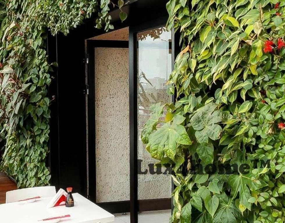 Białe otoczaki na ścianie: styl , w kategorii Ściany zaprojektowany przez Lux4home™