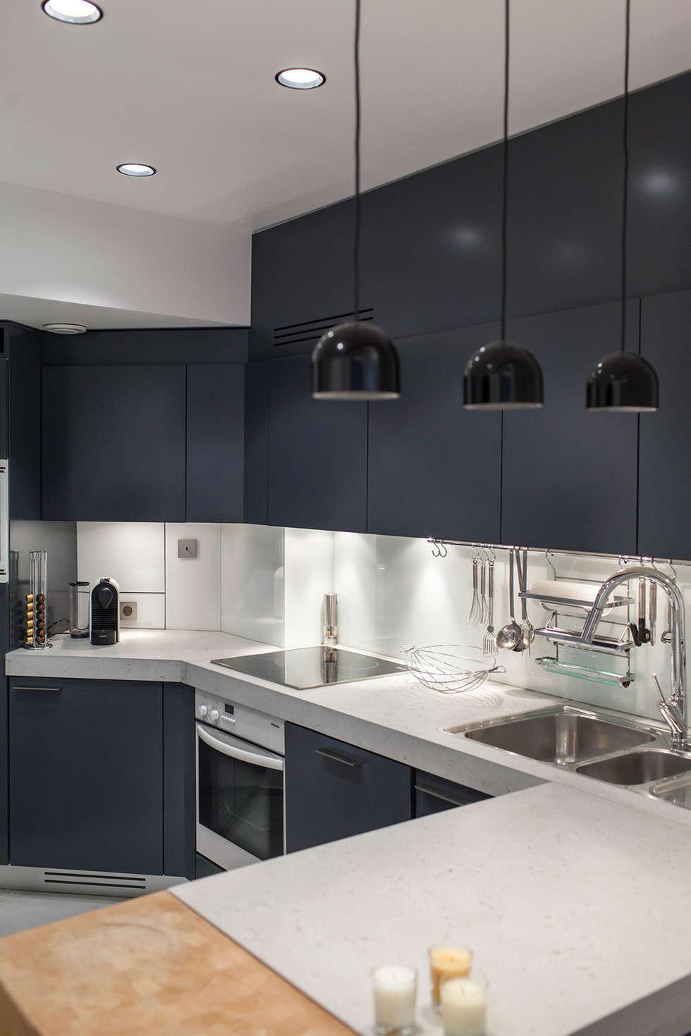 Paris - St Paul: Cuisine de style de style Moderne par Concrete LCDA