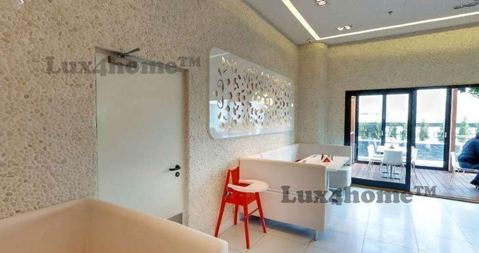 Ściany z otoczaków - mozaika kamienna otoczaki: styl , w kategorii Ściany zaprojektowany przez Lux4home™