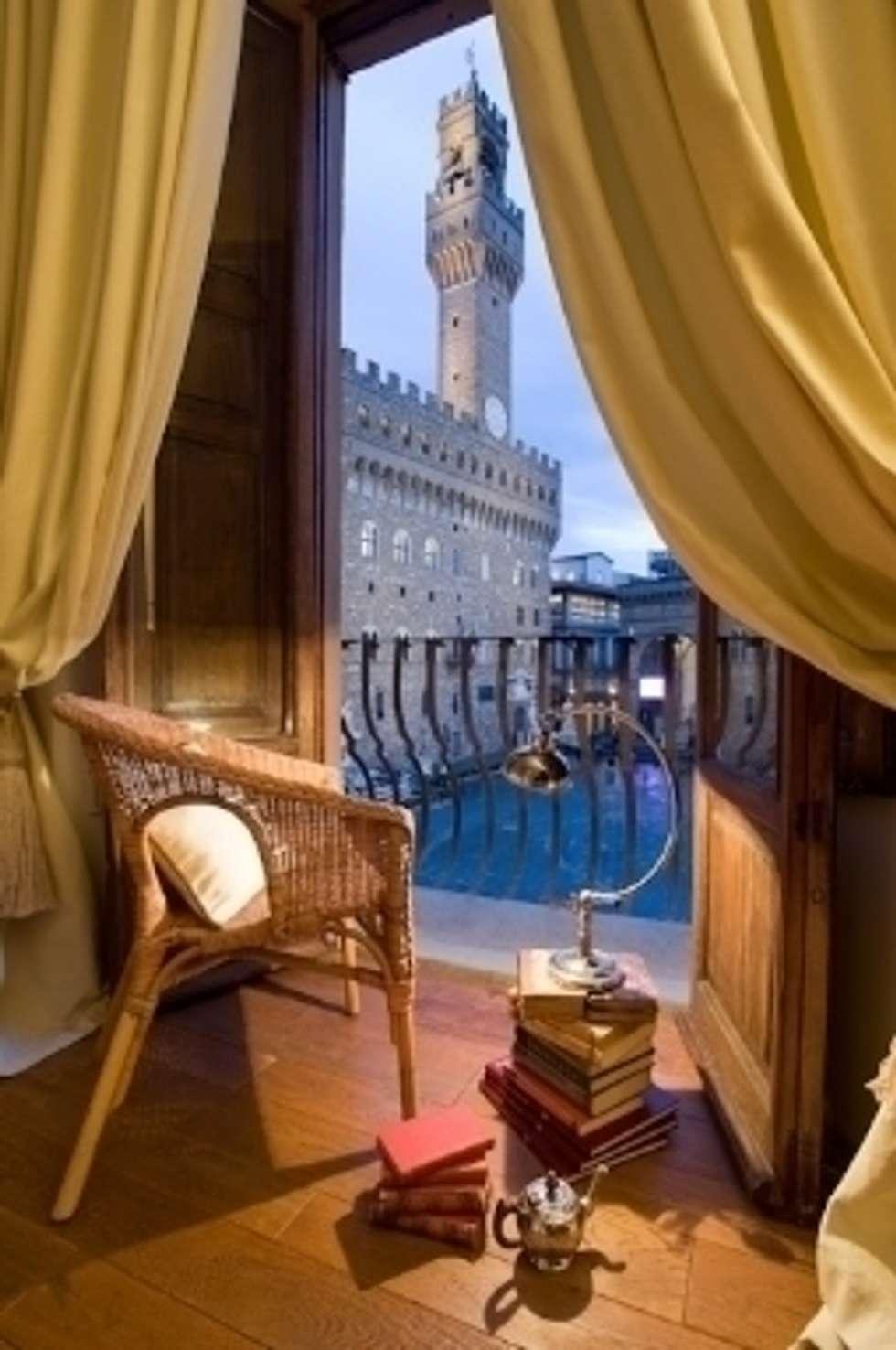 La vista migliore su Palazzo della Signoria: Case in stile in stile Rustico di Milligan&Milligan