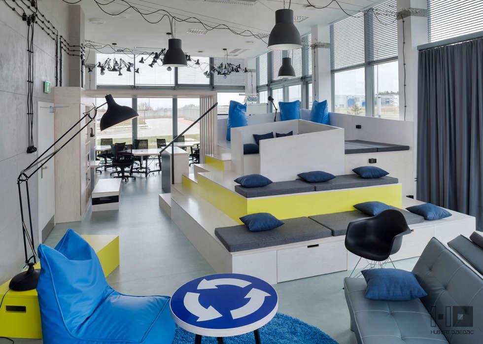 PRZESTRZEŃ BIUROWA - TRANSFEROWNIA: styl , w kategorii Przestrzenie biurowe i magazynowe zaprojektowany przez Hubert Dziedzic Architektura Wnętrz