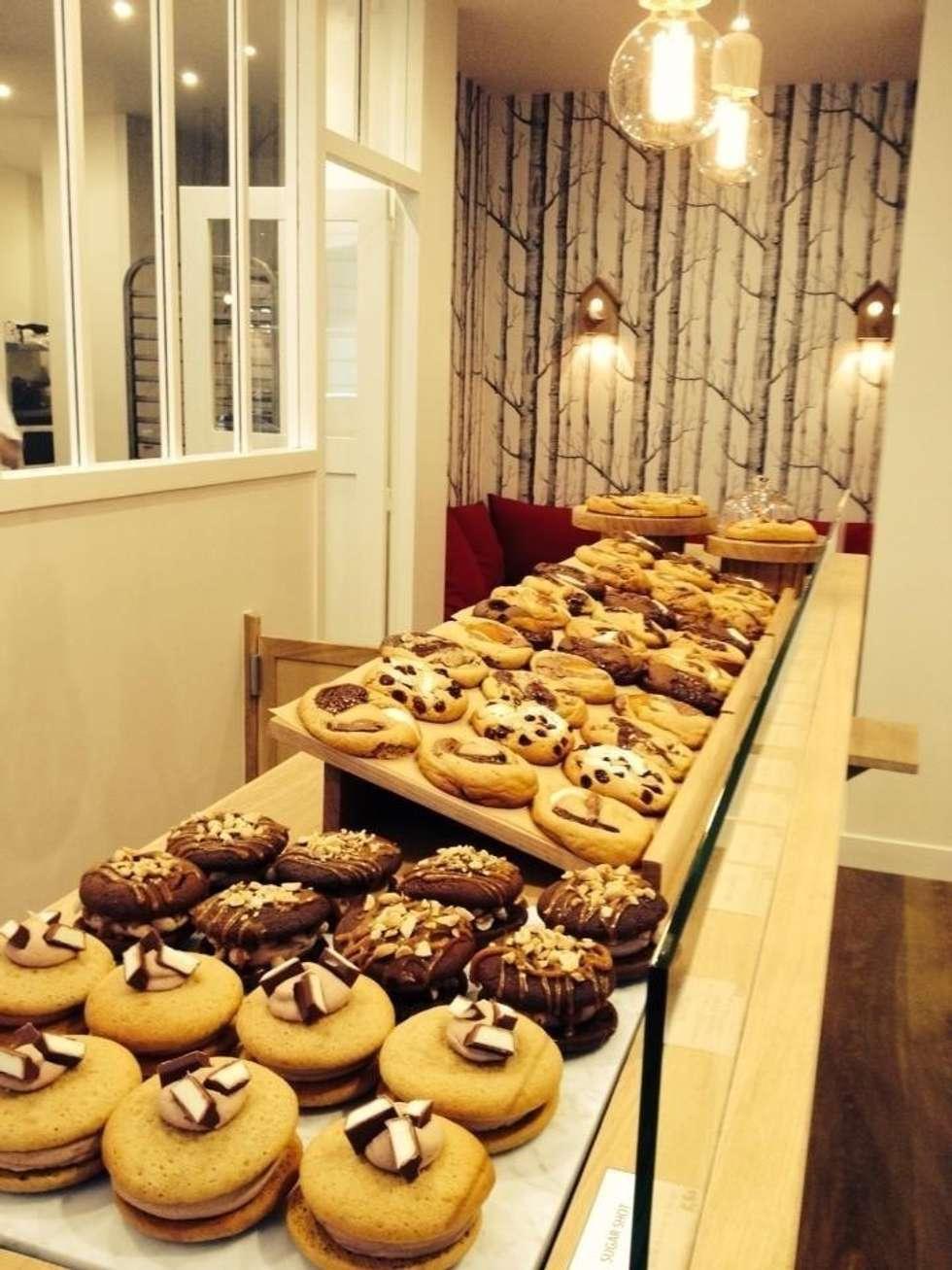 Scoop Me A Cookie - Boutique 5/7 Rue Crespin du Gast (75011): Espaces commerciaux de style  par Agathe Convert, Création d 'Interieurs