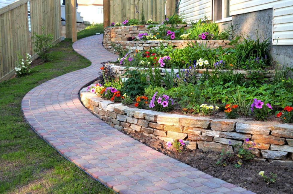Foto di giardino in stile in stile mediterraneo : giardini a terrazza ...