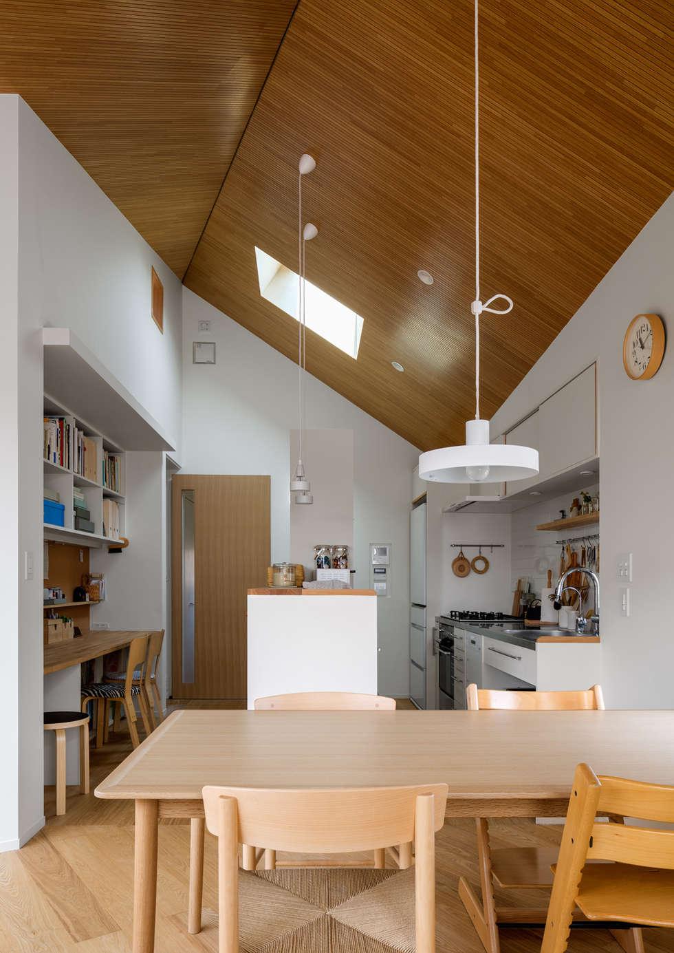 トンガリの家: 株式会社リオタデザインが手掛けたキッチンです。